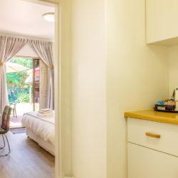 13 Kitchenette-desk-garden entrance room 2-6004