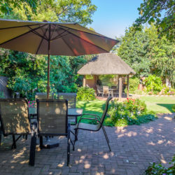 28 Garden patio and lapa -6044